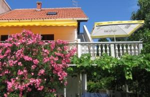 thumb_1382714__private_accommodation_nin_apartments_croatia_vacation_1.jpg