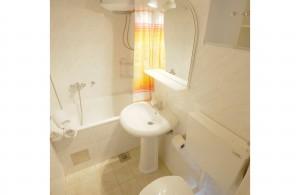 thumb_1762226_2bathroom.jpg