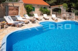 thumb_2212883_a-luksuzna-vila-s-bazenom-na-otoku-bracu--na-prodaju--1-.jpg