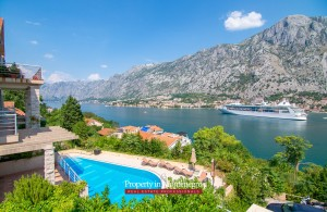 thumb_2214592_penthouse-with-swimming-pool-for-sale-in-kotor--1-.jpg