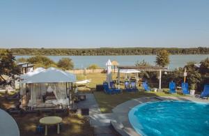 thumb_2405193_vila-danube-lux-sa-bazenom-na-obali-dunava--1-.jpg