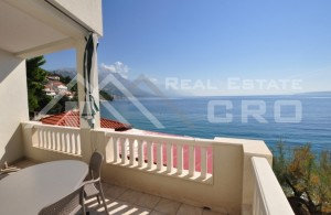 thumb_2405549_l_apartment_villa_with_restaurant_first_row_to_the_sea_1.jpg