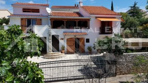 thumb_2517809_682_beautiful_mediterranean_house_with_sea_view_for_sale.jpg